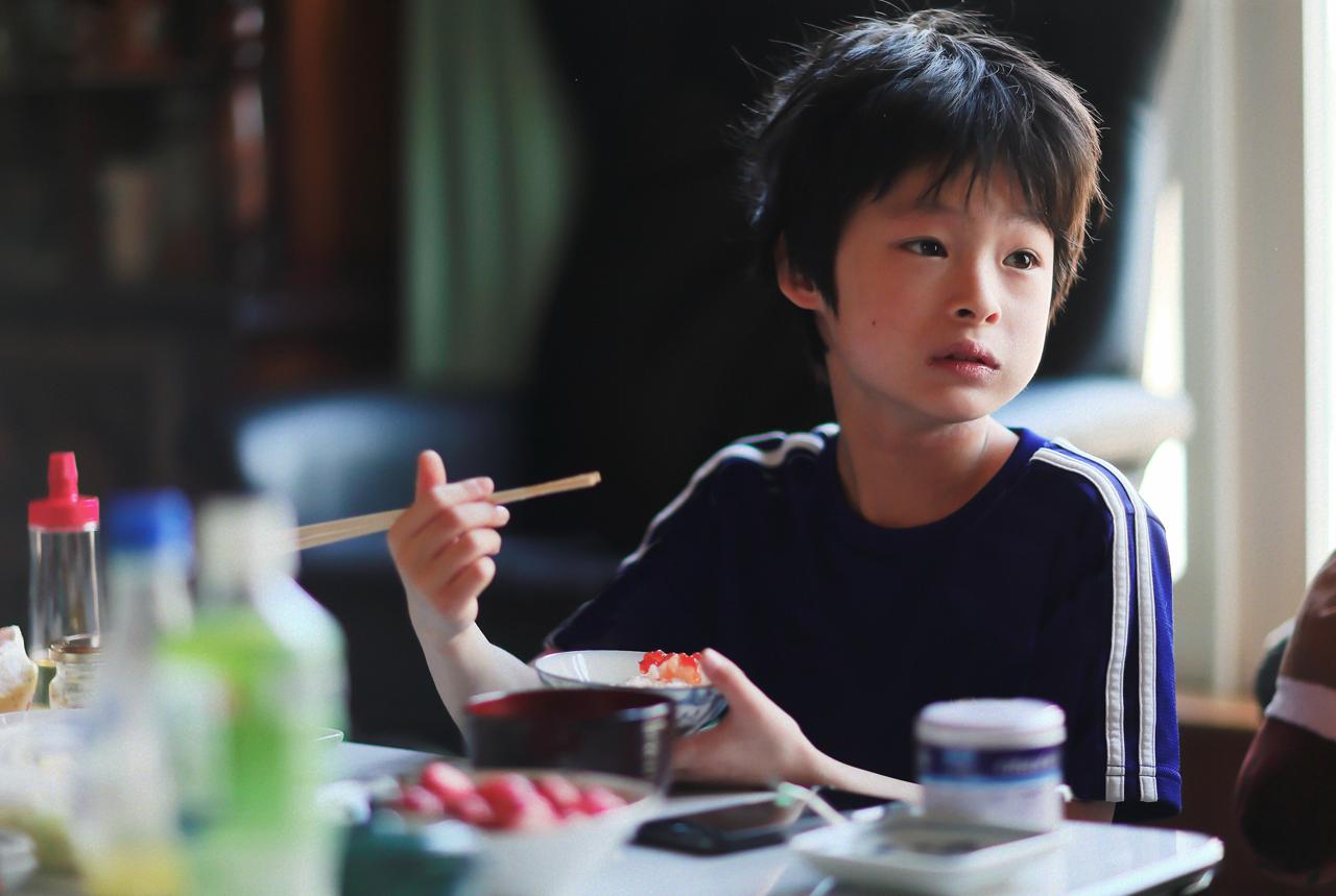 食と睡眠は関連 「早寝早起き朝ごはん」は親から子へ