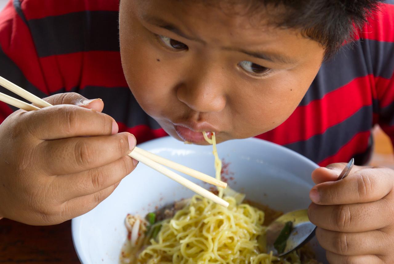 子供が食事