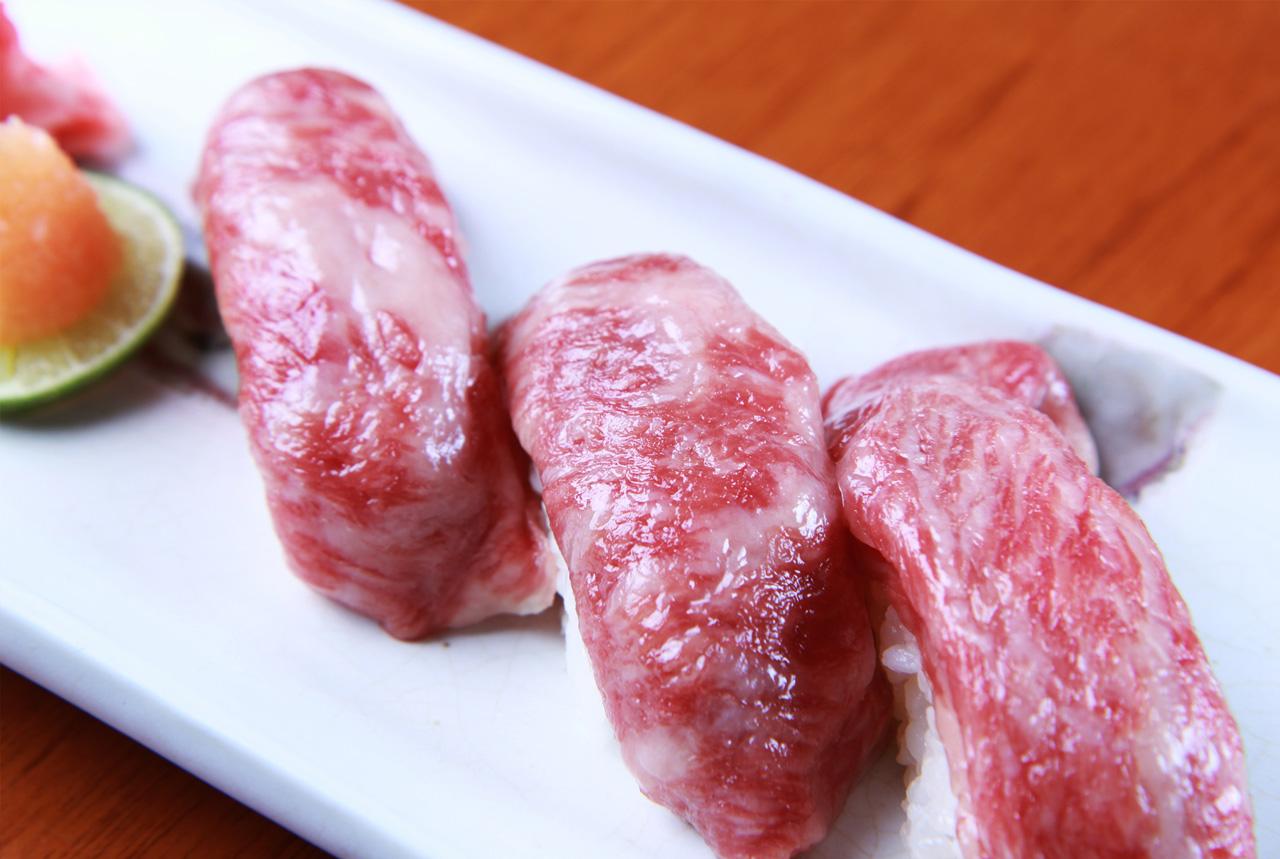 牛生肉のお寿司