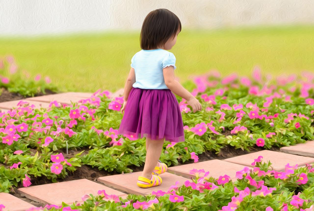 幼児の散歩