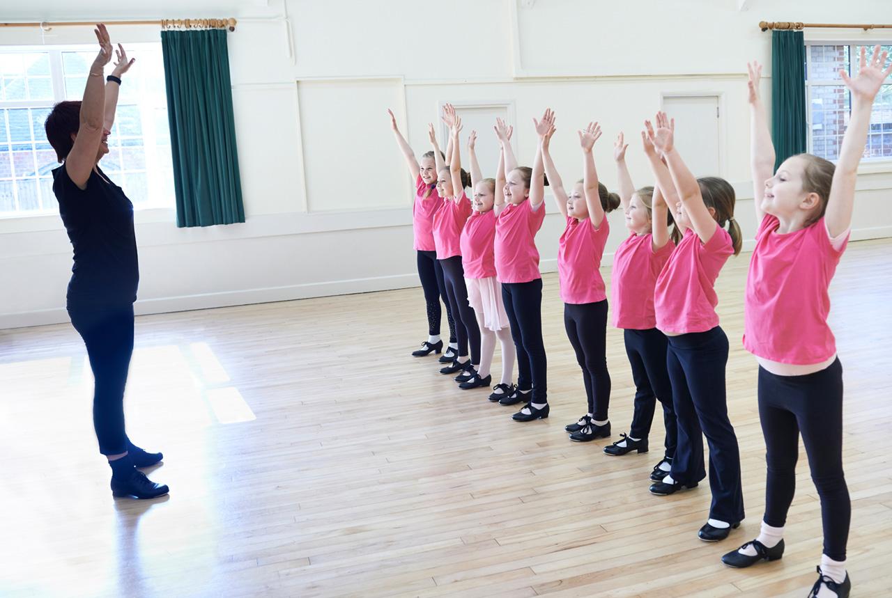<福島県>ダンスで子ども健康に たにぞうさん指導、ふくしまっこ育成セミナー・郡山