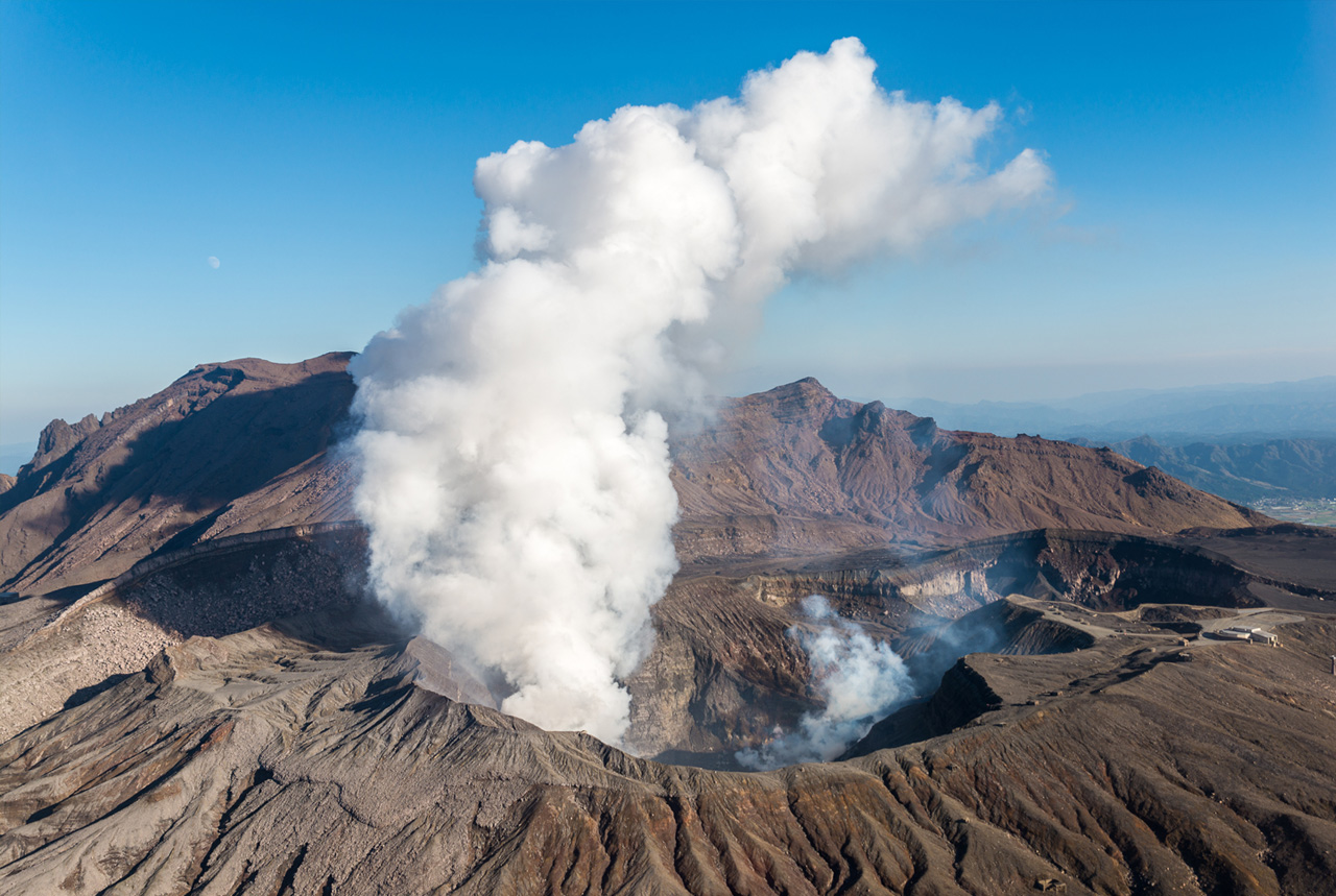 <熊本県>阿蘇市民「火山灰、どう処理」 健康被害の恐れ