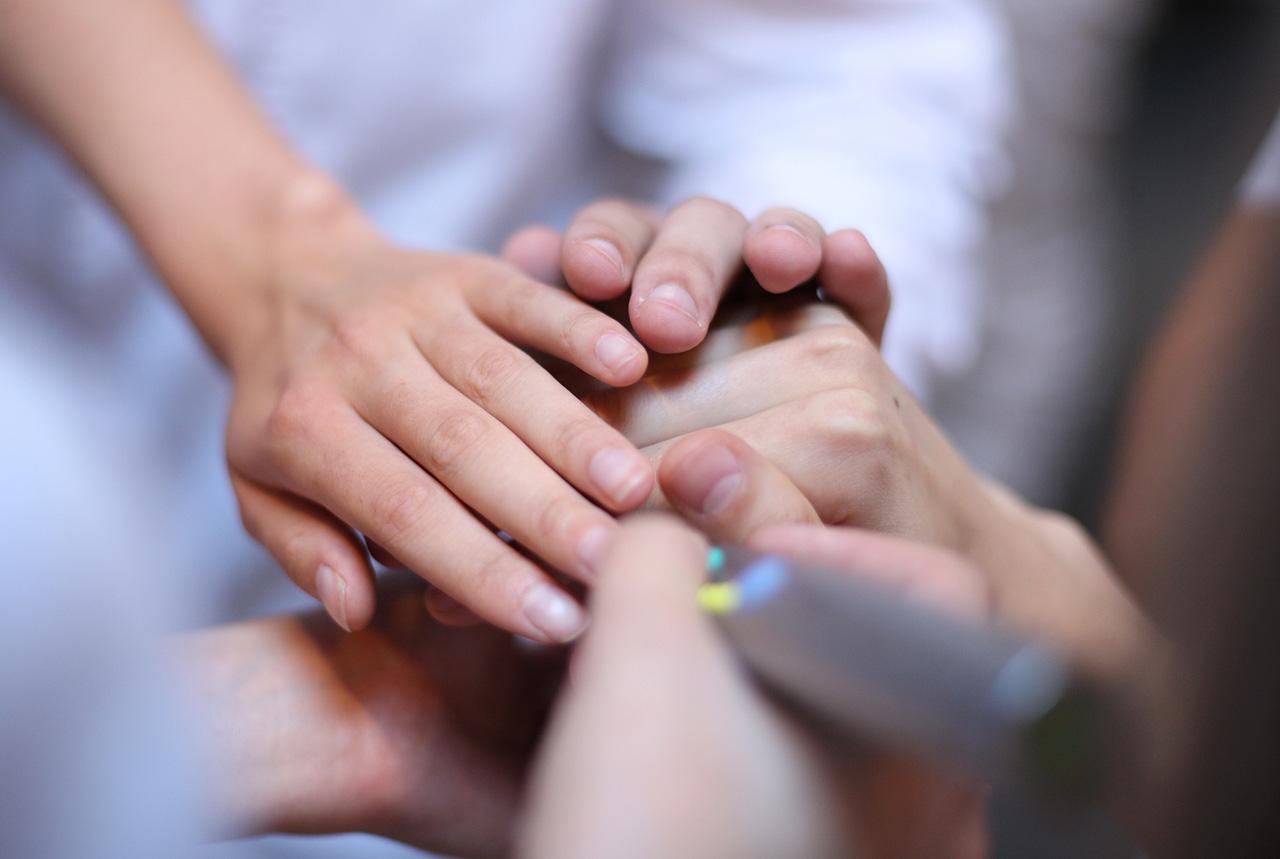 手のひらなどに大量の汗 重症なら交感神経切断手術も