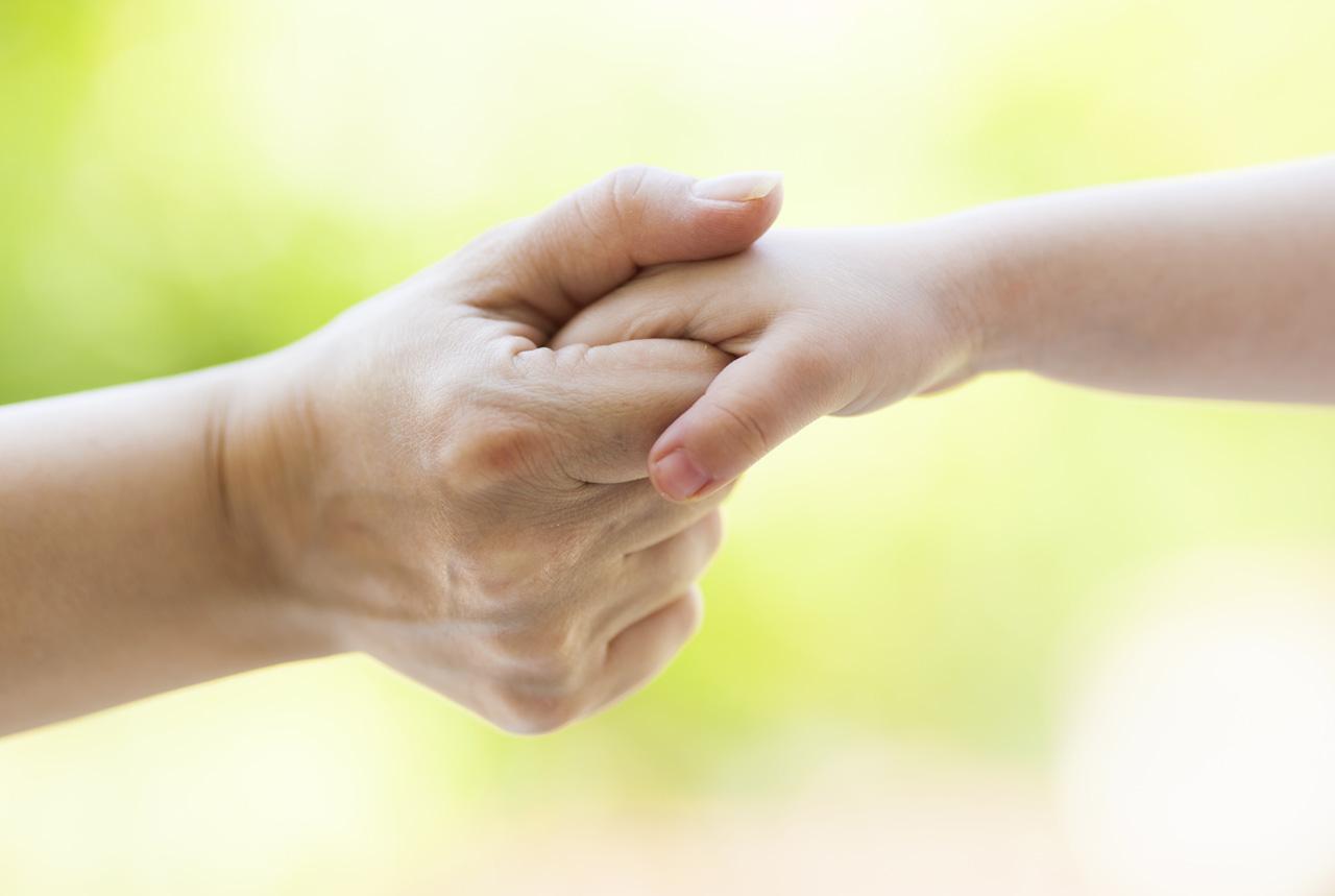 <東京都>発達障害のある子に「できた経験」を 手を添えて話す