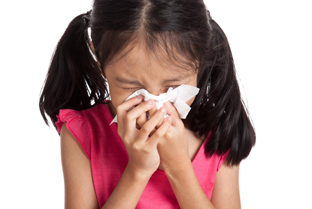 鼻水の放置 中耳炎の原因…鼻のかみ方 片方ずつ小刻み