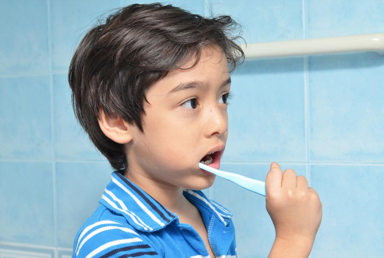 子どもの歯ブラシ事故防げ 喉突き多発、基準策定提言