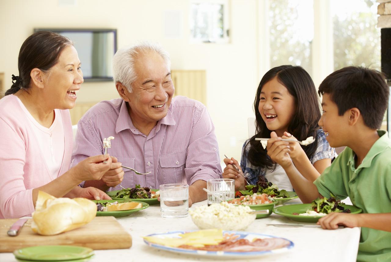 介護施設に子ども食堂 食材やりくり・交流…試行錯誤 子育て支援、地域で連携 高齢者の認知症ケアも