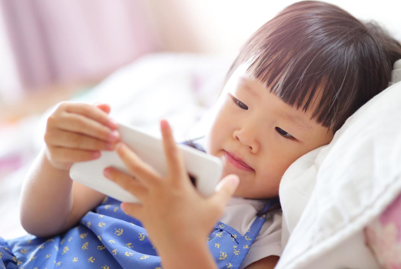 「スマホ育児」発育に影響は?
