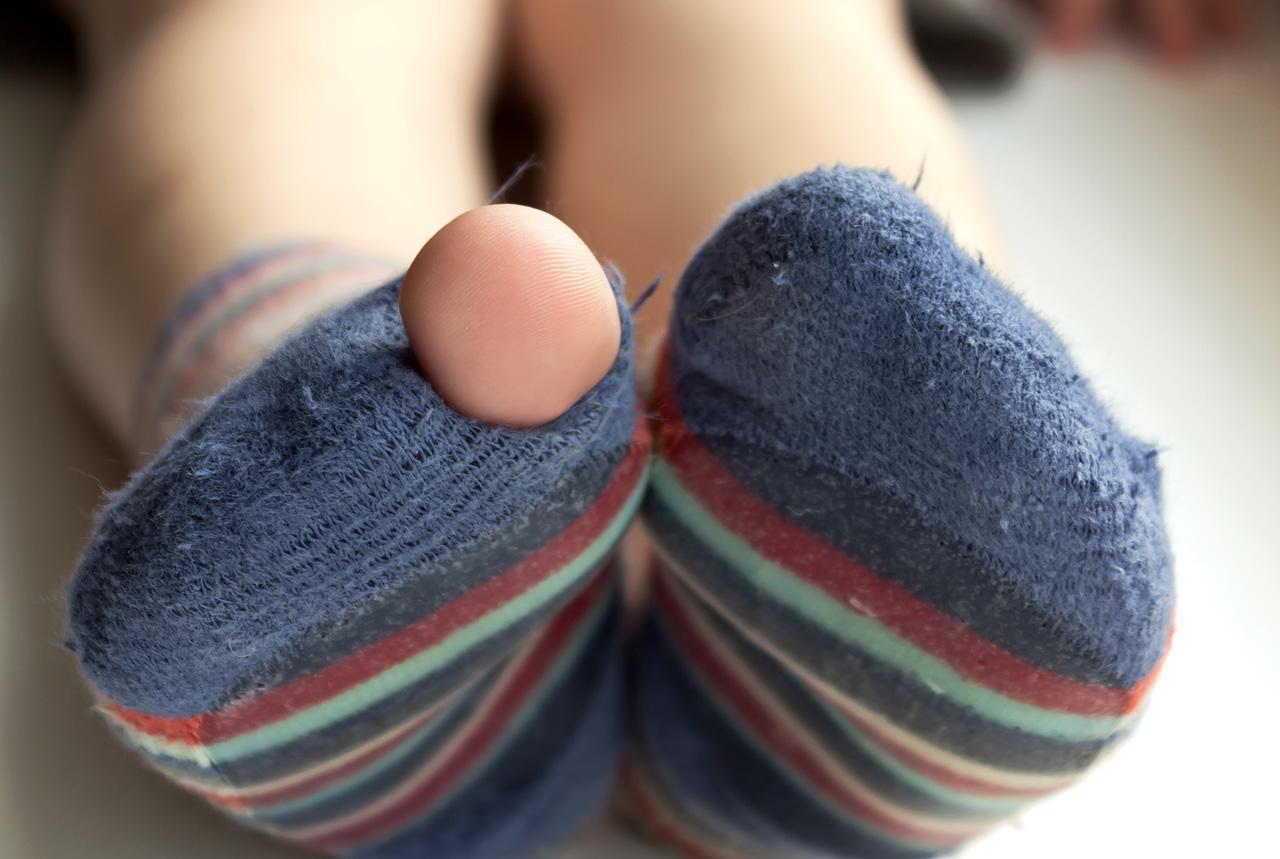 穴空き靴下