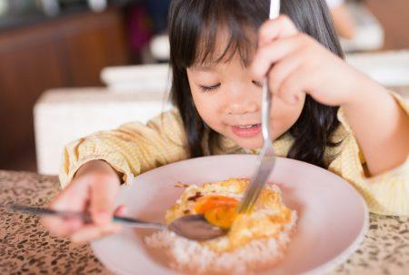 子どもを肥満にさせる「欠食・孤食」と家庭間格差