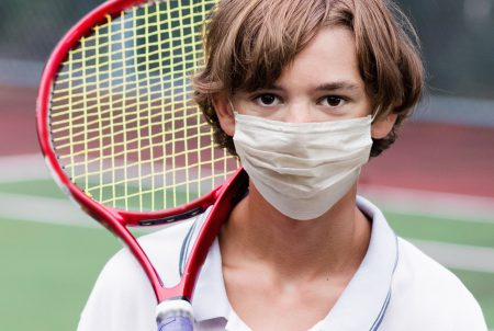 「マスク着用」熱中症の危険あり? 子の運動や高齢者…注意点は